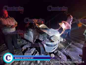 Un Atos, destruído al volcar cerca de Río Chico; hay tres lesionados - Contacto Hoy