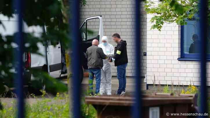 Attacke auf Firmengelände in Vellmar: Suche nach Angreifer läuft weiter - hessenschau.de
