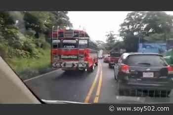Bus de rutas Esmeralda es captado contra la vía en ruta al Puerto - Soy502