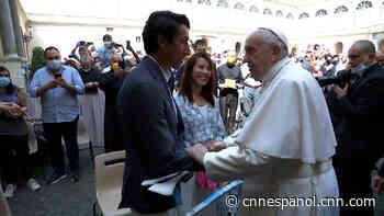 Egan Bernal, ganador del Giro de Italia, se encuentra con el papa Francisco: «Ha sido la experiencia más bonita de mi vida» - CNN