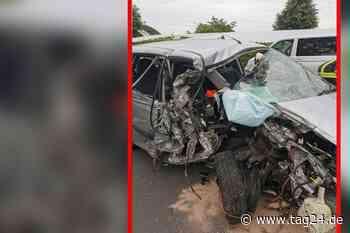 Oebisfelde-Weferlingen: Motor fliegt aus Auto - Fahrer mit schweren Verletzungen ins Krankenhaus eingeliefert - TAG24