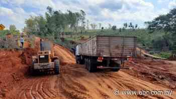 MOPC habilita paso provisorio en Tacuatí, casi una semana después de los construidos por los pobladores - Nacionales - ABC Color