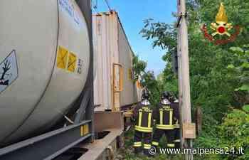 Sesto, un albero finisce sui binari. Bloccato un treno merci - MALPENSA24 - malpensa24.it
