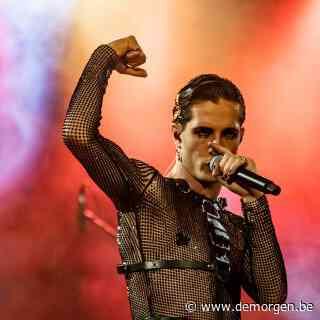 Songfestivalwinnaar Måneskin maakt statement in Polen: frontman en gitarist kussen op podium