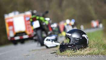 Kreis Soest: Motorradfahrer kollidiert in Ense mit Auto und verletzt sich schwer - soester-anzeiger.de