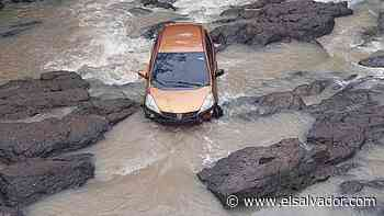 Rescatan ileso a hombre que fue arrastrado por el río Corinto en Morazán - elsalvador.com