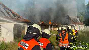 Altes Hallenbad in Bad Arolsen steht schon wieder in Flammen - HNA.de
