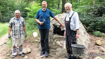 Heusenstamm: Mauerwerk mit Schlangenkopf: Brunnen im Wald hergerichtet - op-online.de