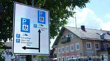 Hinweistafeln in Farchant: Der Weg zu den Parkplätzen - Merkur Online