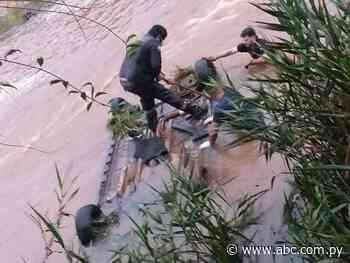 Vehículo cae al agua en Hohenau: hay al menos un muerto - Nacionales - ABC Color