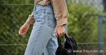 Modetrend: Mom Jeans haben jetzt diesen coolen Twist   freundin.de - freundin