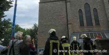 Kall-Sistig: Handwerker verhindern größeres Feuer am Kirchturm-Dach - Kölnische Rundschau