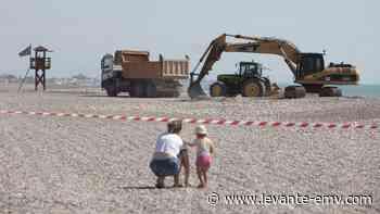 Comienza la esperada retirada de grava en la playa de Corinto - Levante-EMV