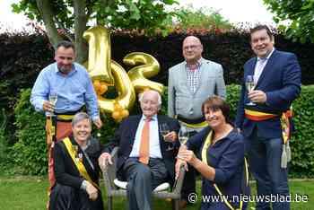 Gerard is 102 en daarmee de oudste man van de gemeente - Het Nieuwsblad