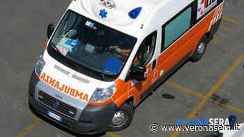 In bici sbatte contro la portiera dell'auto aperta: anziano portato in ospedale - VeronaSera