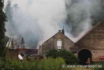 Pas gerenoveerde hoeve zwaar beschadigd na brand (Sint-Genesius-Rode) - Het Nieuwsblad