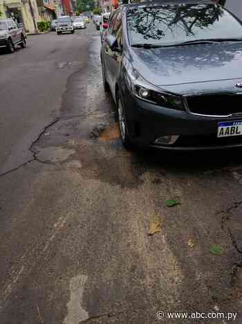 Pérdida de agua en la calle Yegros - Nacionales - ABC Color