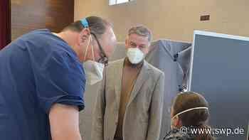 Corona Impfen Kreis Reutlingen : Warum das Impfzentrum in Dettingen den Betrieb zurückfährt - SWP