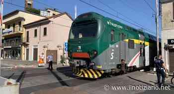 Paderno Dugnano, auto sfonda il passaggio a livello e scappa: treni in ritardo e centro chiuso - Il Notiziario