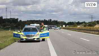 Unfall zwischen Linstow und Malchow: Wohnmobil kommt von der Autobahn 19 ab und fährt gegen Baum   svz.de - svz – Schweriner Volkszeitung