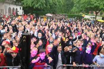 Natte uniformen kunnen Sint-Ludgardisleerlingen niet deren: ... (Schilde) - Gazet van Antwerpen