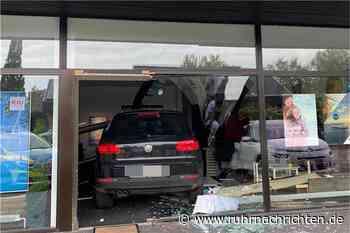 Geländewagen fährt in Frontscheibe eines Reisebüros in Bocholt - Ruhr Nachrichten