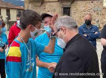 Álvaro Calvente «bendice» al arzobispo Cerro a su llegada a Guadalupe - Ecclesia Digital