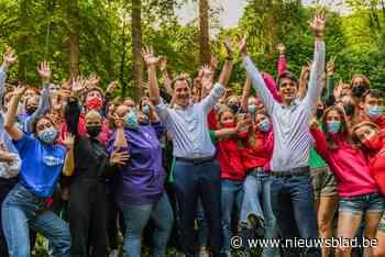 """Ministers openen zomerkampen in De Kluis: """"Laat dit vooral een topzomer worden""""'"""