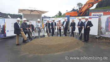 Feierlicher erster Spatenstich Junior Uni Daun vor Baustart! - EMZ Eifel-Mosel-Zeitung - Eifel Zeitung