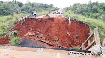 Caída de puente en Tacuatí: Fiscalía allana oficinas del MOPC - Nacionales - ABC Color