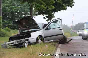 Unfall am Bahnübergang Kolkwitz-Hänchen. Verletzter Mann im Krankenhaus - Niederlausitz Aktuell - NIEDERLAUSITZ aktuell