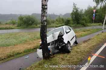 Verkehrsunfall: Zwischen Rodt und Meinerzhagen frontal gegen Baum geprallt - Oberberg Nachrichten   Am Puls der Heimat.