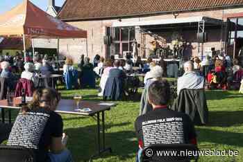 Zilleghem Folk Zomercafé swingend van start (Zedelgem) - Het Nieuwsblad