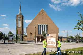 Van een grote verhuizing gesproken: ruim 40.000 bibliotheekboeken krijgen tijdelijk plekje in kerk - Het Nieuwsblad