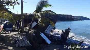 Ressaca derruba quiosque na Mococa em Caraguatatuba - G1