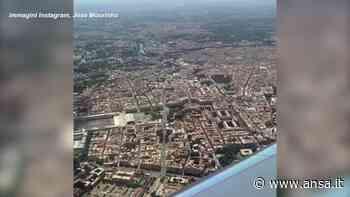 Mourinho arriva a Roma: lo Special One saluta la Capitale dall'alto - Calcio - Agenzia ANSA