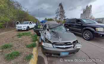 Doble choque deja un joven lesionado por la avenida Sábalo Cerritos en Mazatlán - Debate