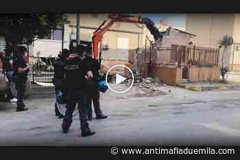 Camorra: rimossa cappella votiva dedicata a pregiudicato ad Afragola - Antimafia Duemila