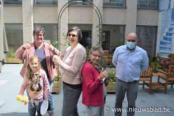 Micheline en Sigrid stonden 409 dagen aan een stuk paraat: supervrijwilligers in de bloemetjes gezet - Het Nieuwsblad