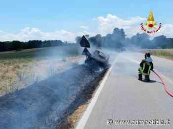 MONTE SAN VITO / Auto in fiamme, bruciano anche le sterpaglie - QDM Notizie