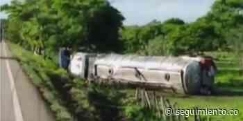 Camión cisterna se volcó en la vía Ariguaní- Loma del Bálsamo - Seguimiento.co
