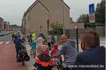 """Fietsersbond eist zone 30 in Merelbekestraat: """"Tijdens de spits hebben fietsers geen plaats"""""""