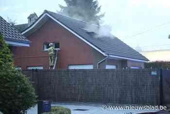 Vader en zoon ontkomen tijdig uit brandende woning