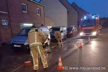 Wateroverlast door leidingbreuk: water stroomt uit distribut... (Koekelare) - Het Nieuwsblad