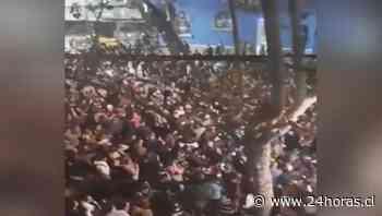 Masiva celebración en Barrio Bellavista luego de partido de la Roja - 24Horas.cl