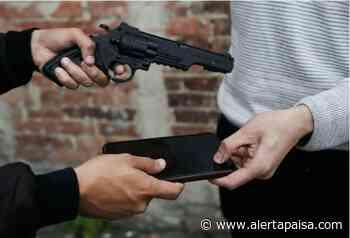 Capturan a 2 ladrones de celulares cuando intimidaban a sus víctimas en Medellín y Sabaneta - Alerta Paisa