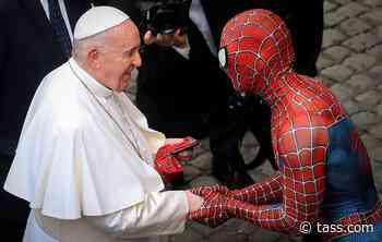 This week in photos: Spider-Man in Vatican, Moscow heat wave, Suvorov school graduation - TASS