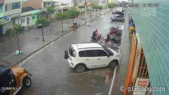 Vídeo mostra dupla assaltando jovem em Santa Cruz do Capibaribe; assista - G1