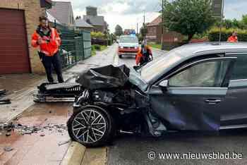 Auto komt tegen gevel terecht (Tervuren) - Het Nieuwsblad
