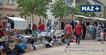 Luckenwalde: So war der Trödelmarkt auf dem Boulevard - Märkische Allgemeine Zeitung